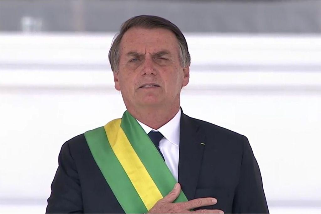 Presidente da República, chefe de Estado e de governo da República Federativa do Brasil, Sua Excelência, Capitão na reserva do Exército brasileiro, Senhor Jair Messias Bolsonaro