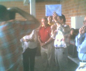 Entrega das homenagens aos sócios participantes na 1ª Assembleia Geral da Comissão de Melhoramentos de Monte Frio, antes de começar o almoço no Sábado, 11 de Agosto de 2007