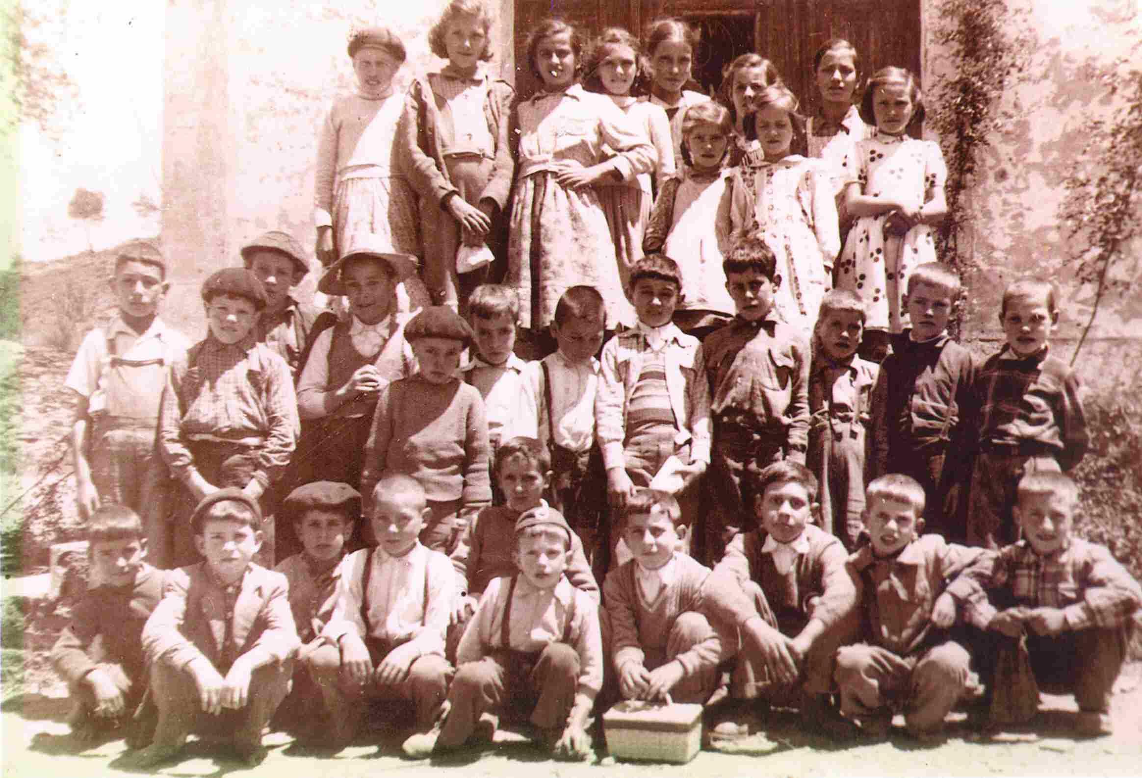 Alunos da escola do Monte Frio em 1955