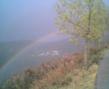 Arco-íris enquadrado pelo Monte Frio (geogr.) a partir do Monte da Picota, no Sábado, 15 de Abril de 2006