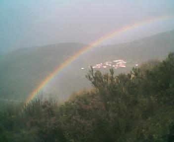 2 Arco-íris enquadrados pelo Monte Frio (geogr.) a partir do Monte da Picota, no Sábado, 15 de Abril de 2006