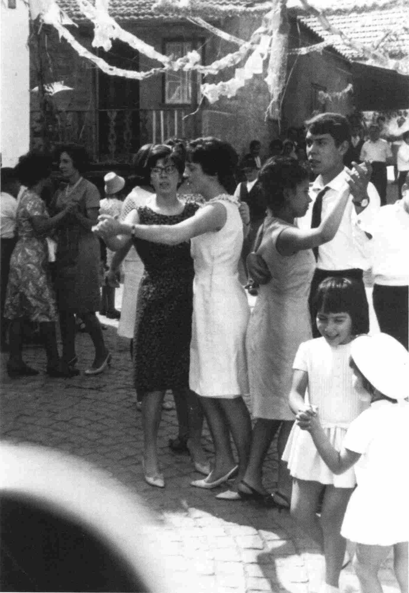 Bailarico na festa em 1966