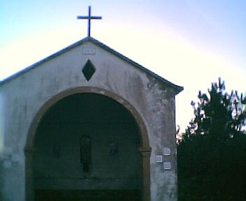 Capela da E.N. 344 ao pé do cruzamento desta com a estrada que vai para a Relva Velha no Sábado, 10 de Dezembro de 2005