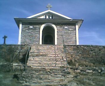 Capela do pico do Monte do Colcurinho vista de oeste para este no Domingo, 12 de Março de 2006