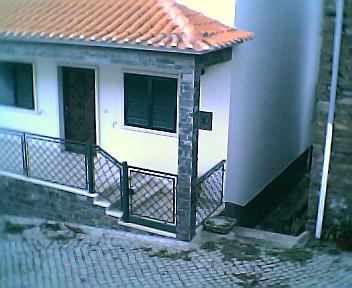 Frente de uma casa dos anos 90 do séc. XX na 6ªfeira, 31 de Dezembro de 2004