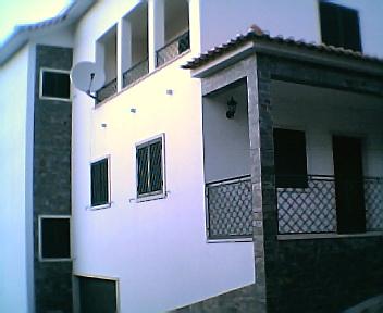 Lateral de uma casa dos anos 90 do séc. XX na 6ªfeira, 31 de Dezembro de 2004