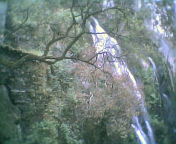 Cascata de água na Fraga da Pena na Quarta-feira, 24 de Maio de 2006