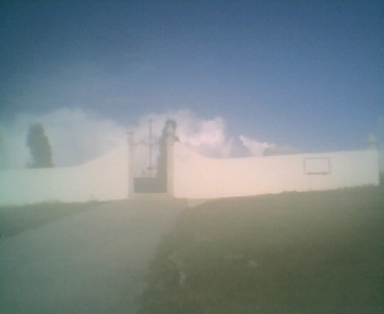 Entrada do cemitério do Monte Frio, na Segunda-feira, 9 de Abril de 2007