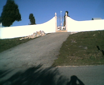 Entrada do cemitério no Domingo, 11 de Dezembro de 2005