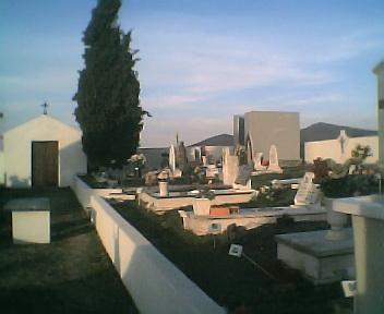 Novo jazigo no cemitério do Monte Frio, na Segunda-feira, 13 de Março de 2006