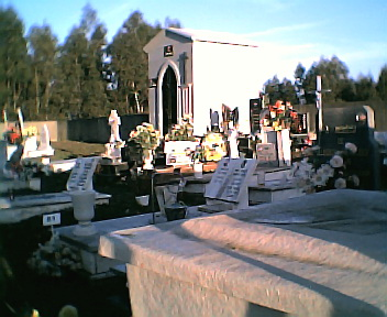 Lado direito do cemitério do Monte Frio no Sábado, 1 de Janeiro de 2005