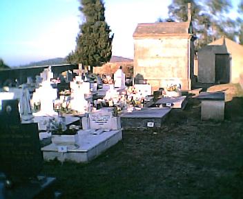 Lado esquerdo do cemitério do Monte Frio no Sábado, 1 de Janeiro de 2005