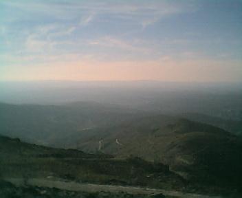 Paisagem a partir do pico do Monte do Colcurinho vista de este para oeste no Domingo, 12 de Março de 2006