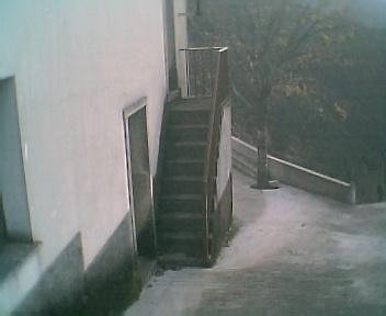 Entrada principal e escadas para o 1º andar da Capela no Domingo, 11 de Dezembro de 2005