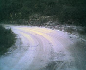 Geada na curva da estrada da Fonte do Vale vista de oeste para este na tarde de Quinta-feira, 15 de Dezembro de 2005