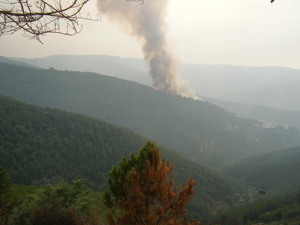 Incêndio nos Pardieiros visto a partir do Outeiro do Monte Frio no Domingo, 25 de Agosto de 2013