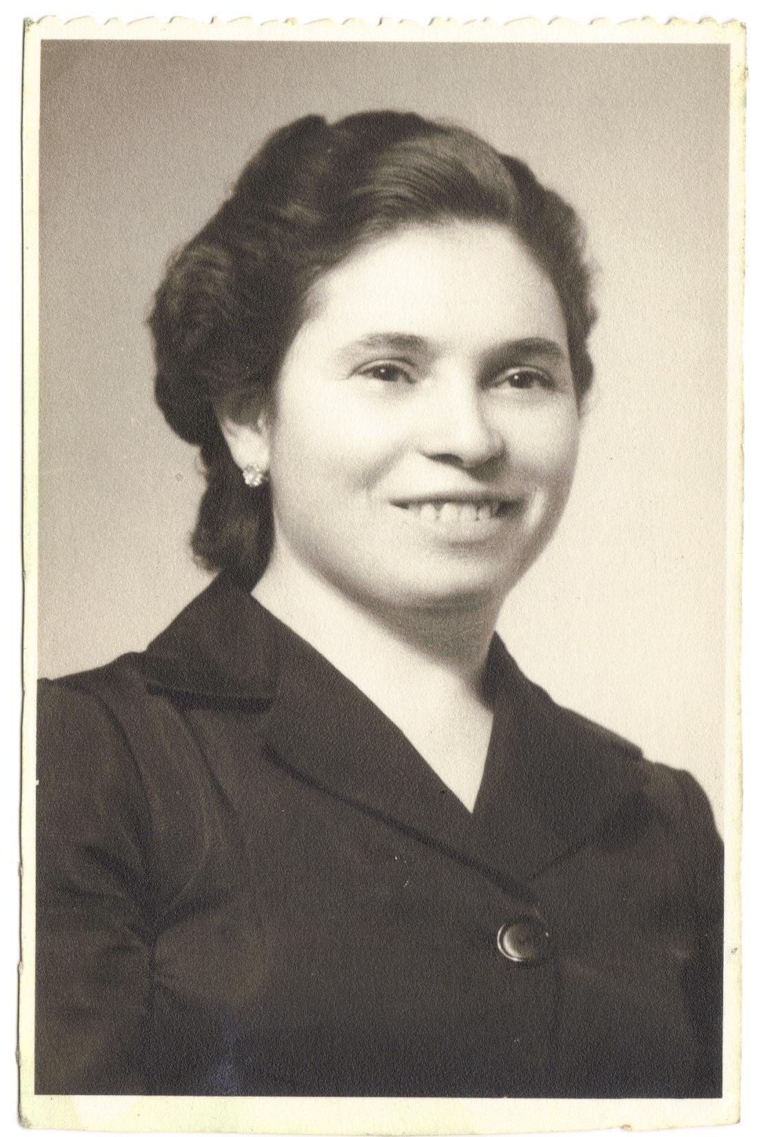 Lucinda Duarte Pimenta nasceu no Monte Frio em 25 de Fevereiro de 1924 e faleceu em Lisboa em 9 de Janeiro de 2009. Faria hoje 95 anos. É mãe de Tiló Henriques, também montefriense, autora dos livros de poesia com os títulos «Esta terra que sou eu» e «Entre o Céu e a Terra», entre outras contribuições para livros de outros autores.