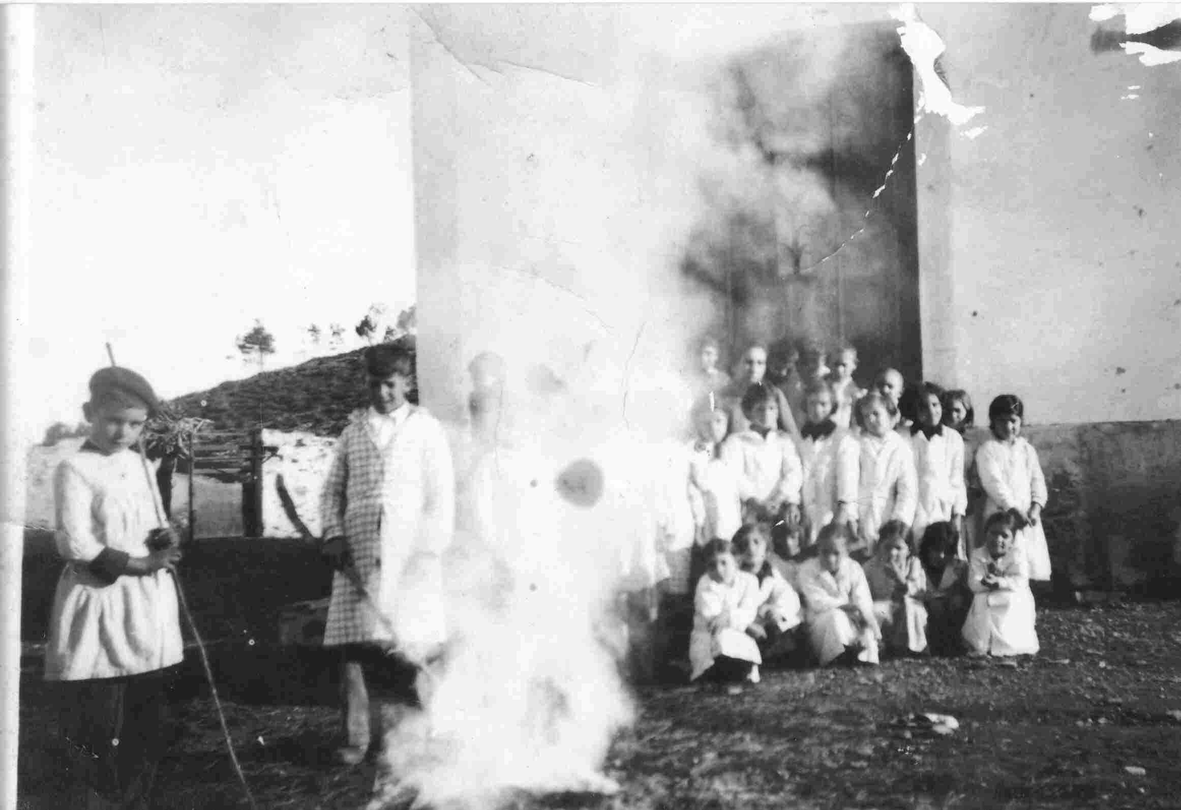 Magusto na Escola do Monte Frio em 1942