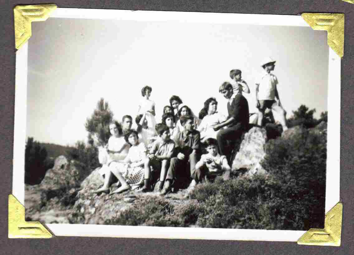Antiga juventude montefriense no Monte Frio no séc. XX