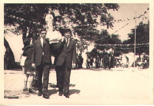 Antiga descida da procissão no Monte Frio no largo do Outeiro no séc. XX
