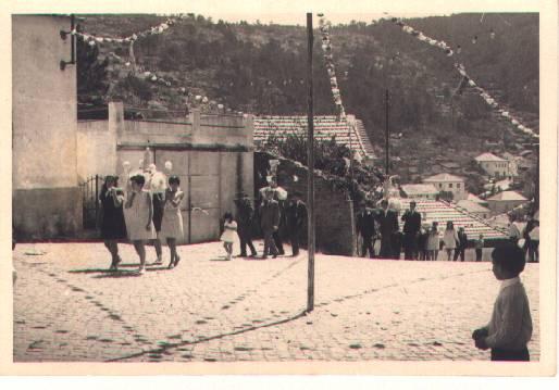 Antiga subida da procissão no Monte Frio a entrar no largo do Outeiro no séc. XX