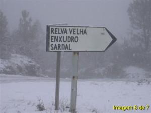 Neve no cruzamento da E.N. 344 com a estrada que vai para a Relva Velha no Sábado, 26 de Novembro de 2005