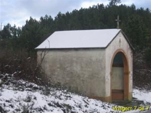 Neve na capela da E.N. 344 ao pé do cruzamento desta com a estrada que vai para a Relva Velha no Sábado, 26 de Novembro de 2005