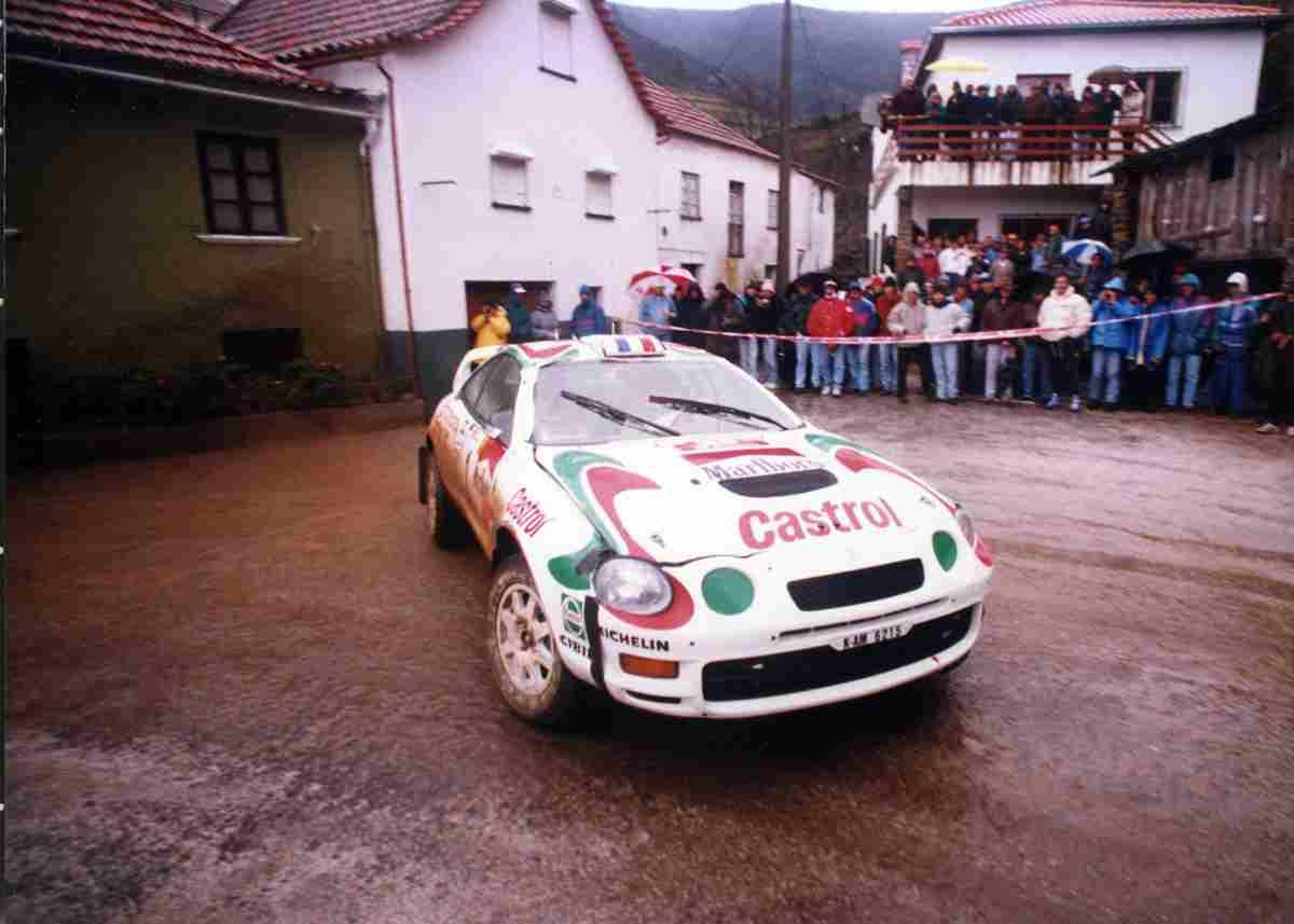 Juha Kankkunen em Toyota Celica GT4 no Rali de Portugal 1995. Foto tirada no Enxudro em Arganil. Fonte: http://autosport.clix.pt/