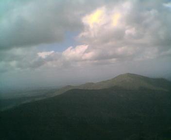 Paisagem a partir do pico de São Pedro do Açor vista de sul para norte na Segunda-feira, 22 de Maio de 2006