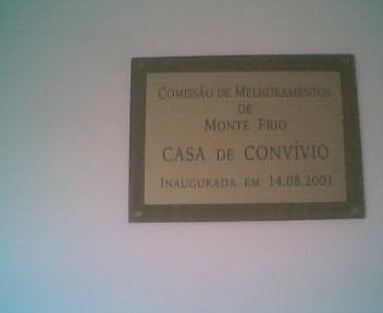 Placa no 1º andar da Casa da Comissão de Melhoramentos de Monte Frio na 5ªfeira, 1 de Novembro de 2007