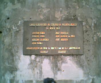 Placa do largo Fundadores da Comissão de Melhoramentos de Monte Frio no Domingo, 11 de Dezembro de 2005