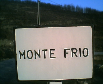 Placa informativa de início do Monte Frio no sentido norte sul na Quinta-feira, 15 de Dezembro de 2005