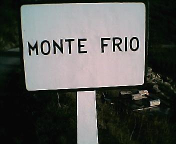 Placa informativa de início do Monte Frio no sentido Norte Sul no Sábado, 1 de Janeiro de 2005