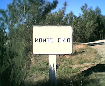 Placa informativa de início do Monte Frio no sentido sul norte no Sábado, 10 de Dezembro de 2005