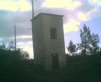Antigo posto de transformação de electricidade que servia as povoações de Monte Frio e Relva Velha na Segunda-feira, 22 de Maio de 2006