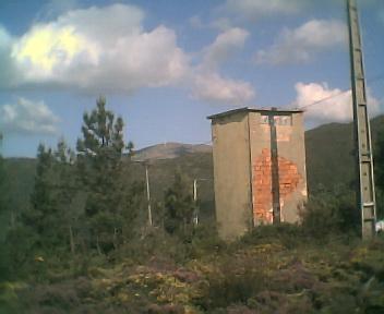 Antigo posto de transformação de electricidade que servia as povoações de Monte Frio e Relva Velha na Terça-feira, 23 de Maio de 2006