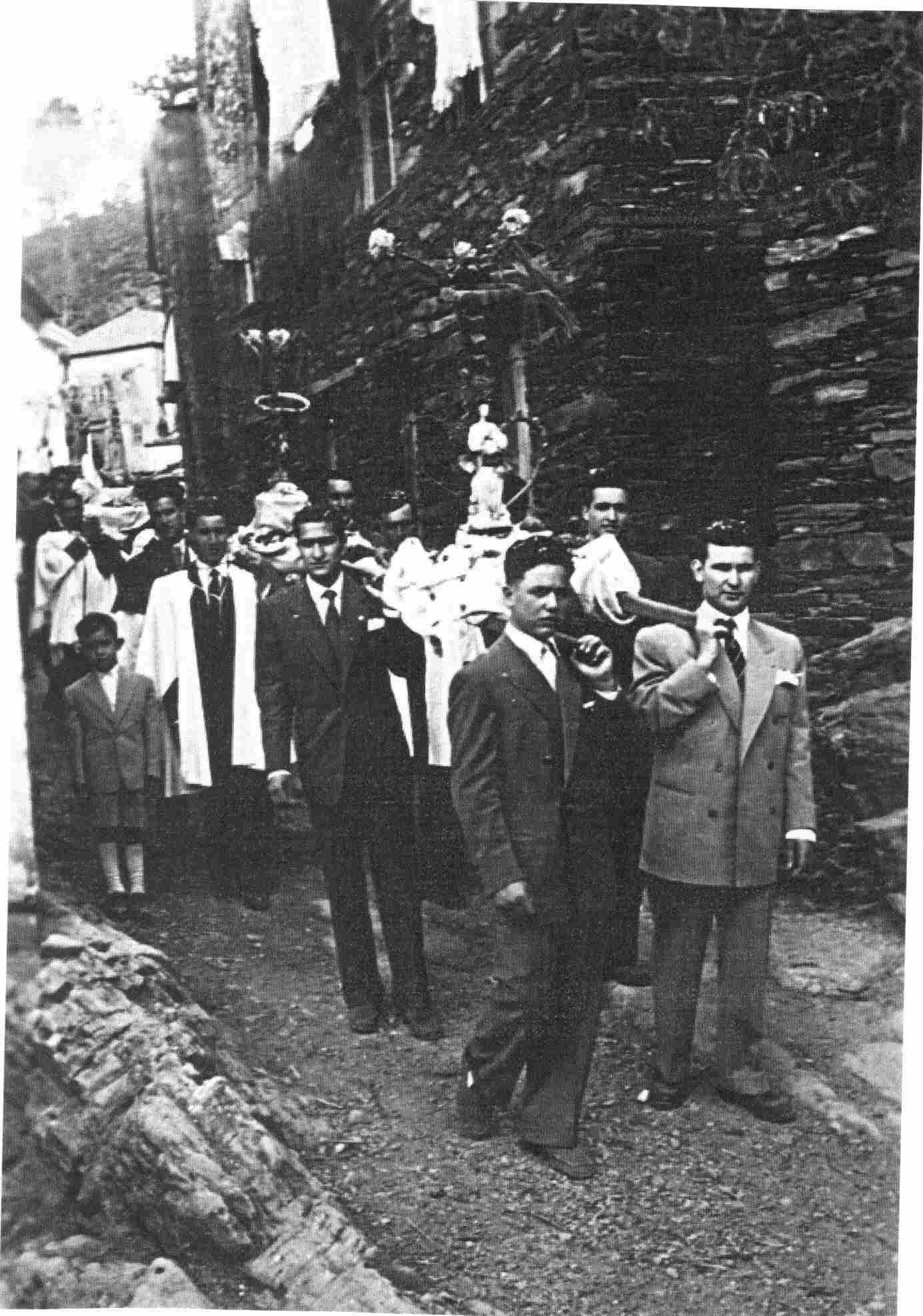 Procissão na festa de Monte Frio na Quarta-feira, 6 de Agosto de 1952