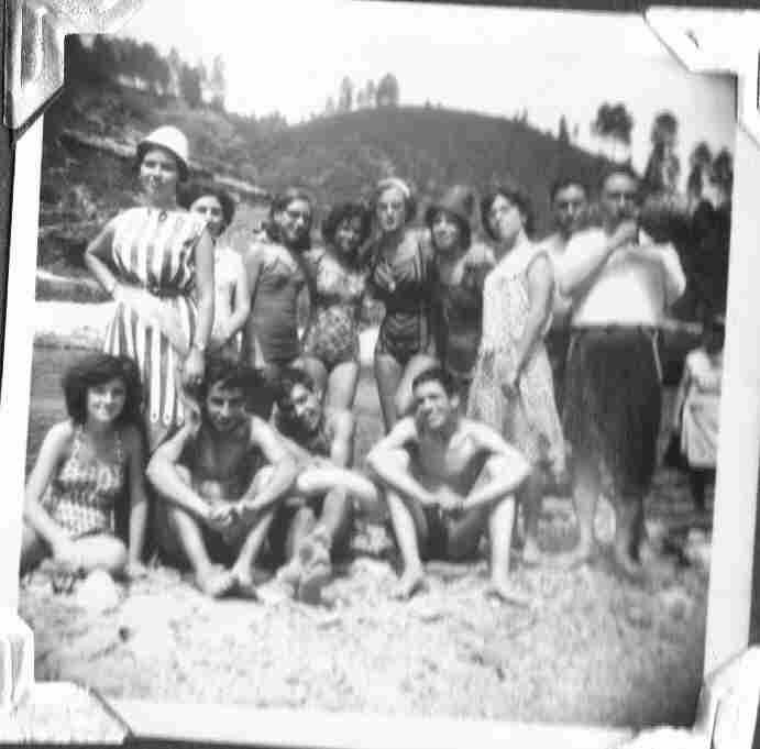 Antiga juventude montefriense no Rio Alva em Agosto de 1964
