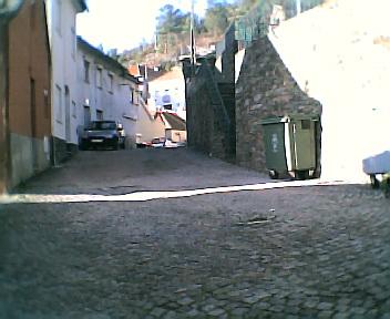 Rua principal do meio do Monte Frio em direcção ao Outeiro no Sábado, 1 de Janeiro de 2005