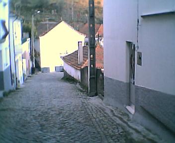 Rua principal vista de oeste para este na 6ªfeira, 31 de Dezembro de 2004