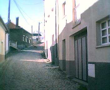 Rua principal vista de este para oeste no Sábado, 1 de Janeiro de 2005