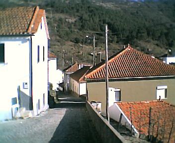 Rua principal a partir do largo do Outeiro no Sábado, 1 de Janeiro de 2005