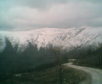 Neve no alto de São Pedro do Açor a partir dos Penedos Altos ao pé do cruzamento que vai para o Piódão, no Domingo, 26 de Fevereiro de 2006