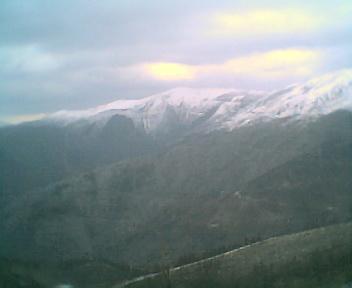Neve entre a Serra da Estrela e a Serra do Açor a partir dos Penedos Altos ao pé do cruzamento que vai para o Piódão, no Domingo, 26 de Fevereiro de 2006